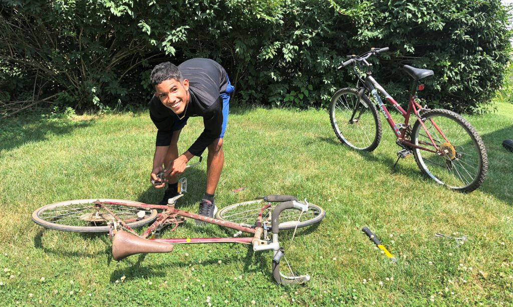 Josenlly Martinez works on a donated bike.